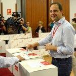 Cesar Lucas, nuevo Secretario de Organizacion del PSOE, vota durante la ultima jornada del Congreso extraordinario del PSOE