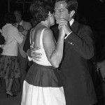 Adolfo Suárez baila con su Esposa
